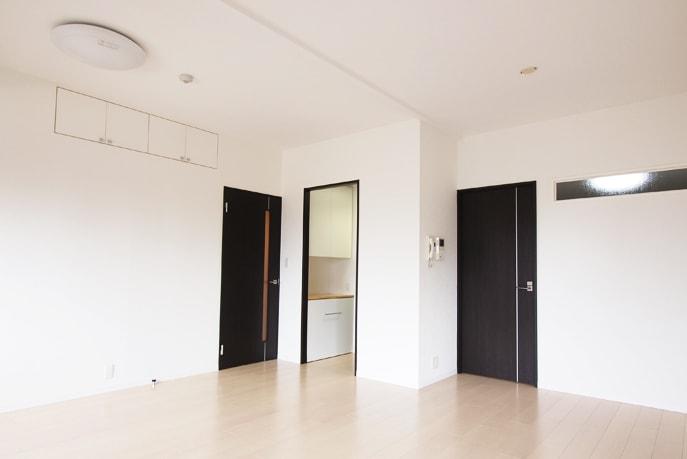 スタイリッシュ・モダン空間に調和するシンプル家具 広島市中区