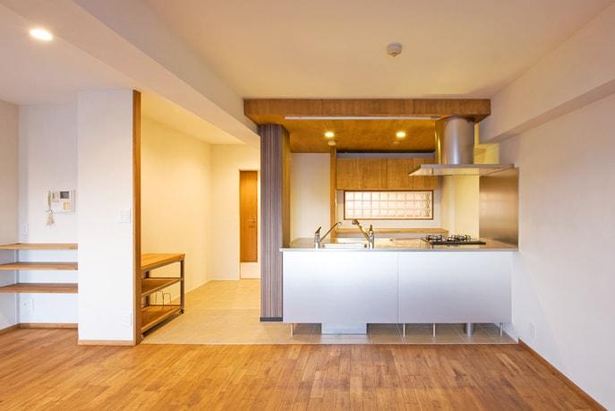 異素材を組み合わせたオリジナルキッチンのある家 広島市南区 reno+plus15