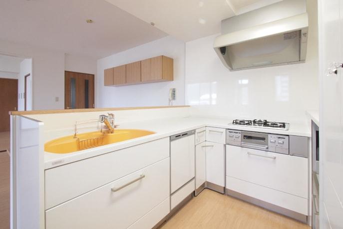 間取り変更でオープンなキッチン空間に 広島市安佐南区