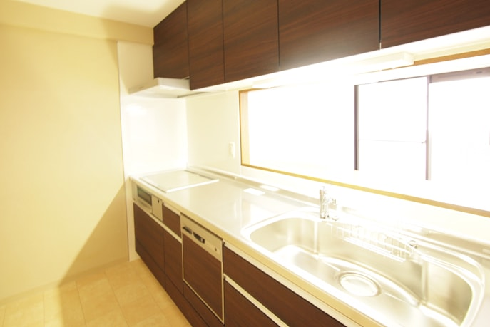 自然素材と木目調のキッチンでモダンな空間を 広島市安佐南区