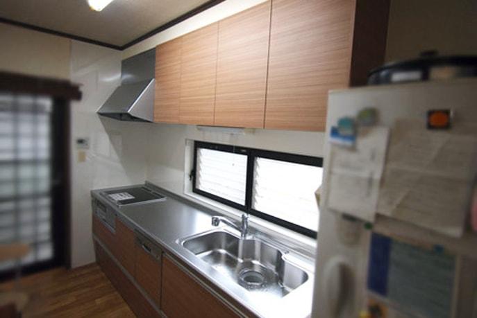 モダンデザインのキッチンにリフォーム 広島市安佐南区