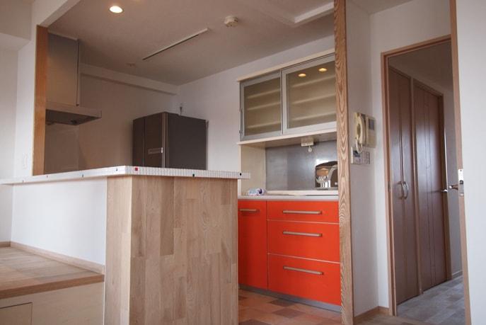 自然素材を使った優しいキッチン空間 広島市南区