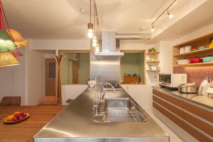 こだわり抜いた素材で色彩溢れるキッチン 広島市佐伯区
