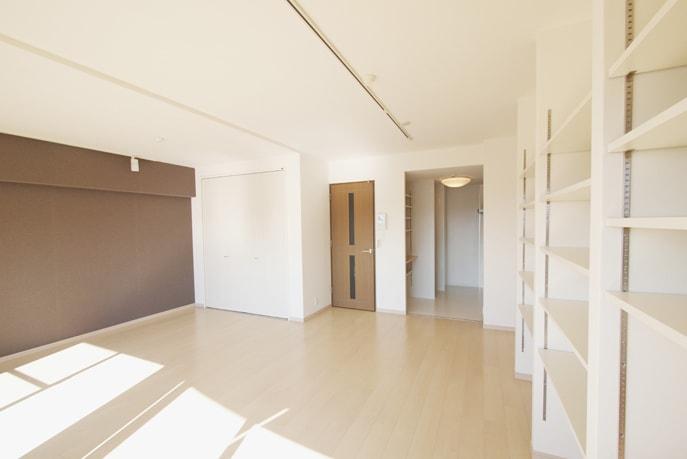 空間にとけ込む壁面収納 広島市南区
